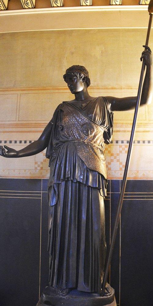 statue-villa-grecque-grece-kerylos