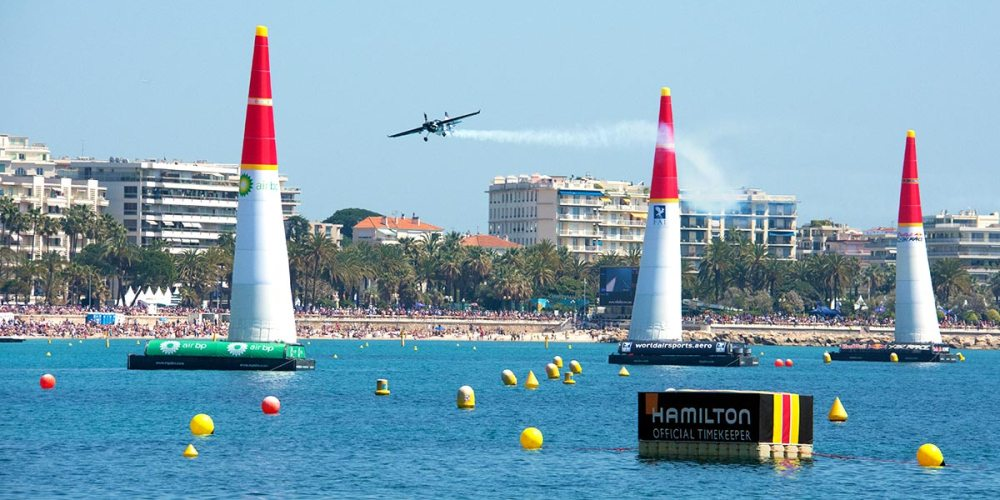 course-cannes-red-bull-air-race-avion