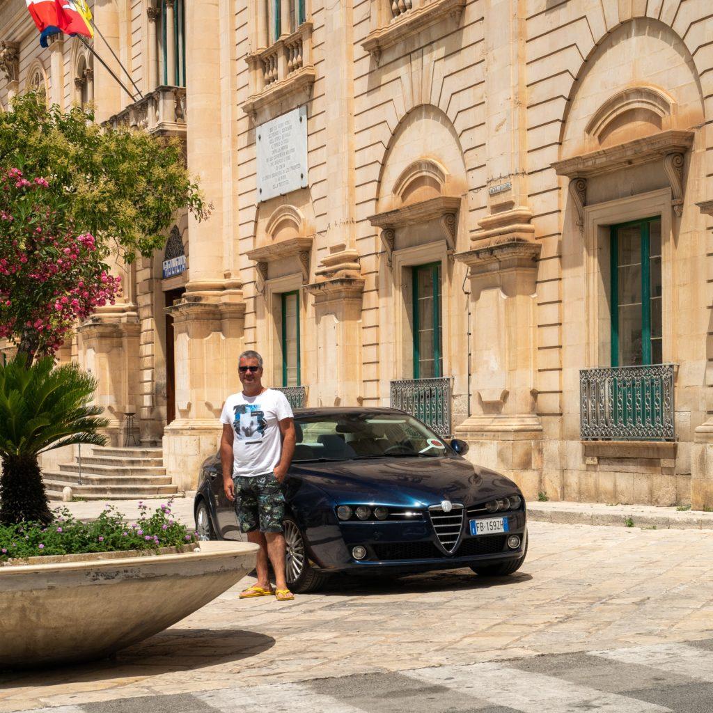 La mairie de Scicli sert de lieu de tournage au commissariat de Vigata