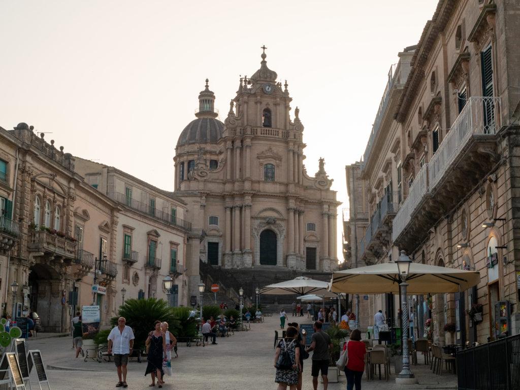 La piazza Duomo de Raguse : lieu de tournage de  Commissaire Montalbano