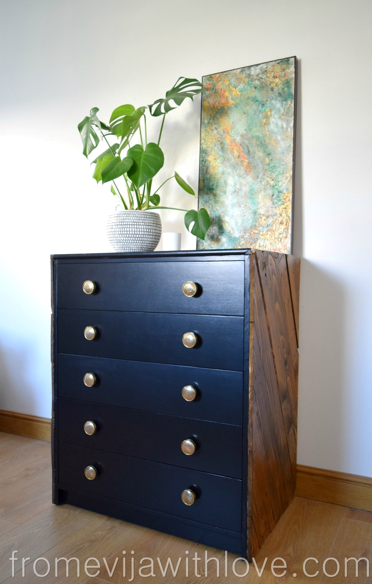 how to transform chest of drawers using pallets and paint from evija with love. Black Bedroom Furniture Sets. Home Design Ideas