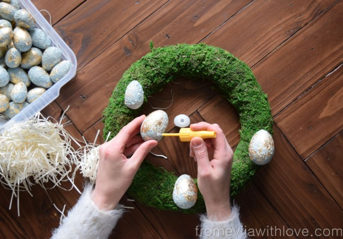 make your own textured easter egg wreath using glue