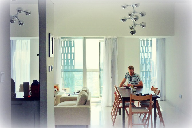Couchsurfing apartment in Dubai