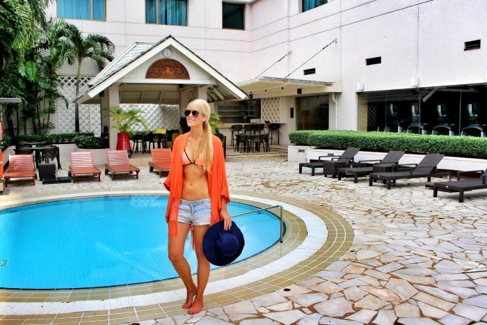 Sule Shangrila Yangon pool