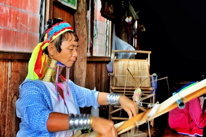 long neck women inle lake