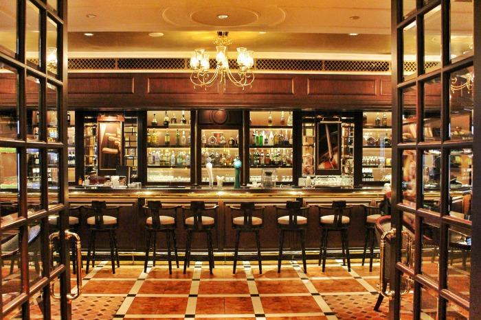 sule shangrila luxury hotel yangon bar