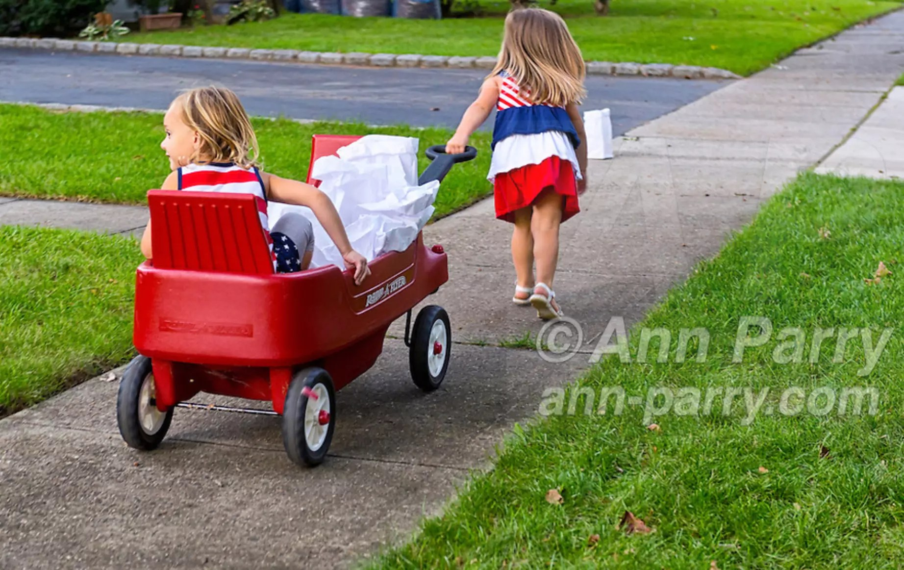 Merrick, NY, USA. Sept. 11, 2012. Sept. 11, 2012. KATE O., 2, and LYLA W., 3, both from Merrick, are helping to distribute 500 Luminary Bags among the 215 Wenshaw Park homes on the 11th Anniversary of 9/11, by Wenshaw Park Civic Association (WPCA), Long Island, with over $500 already raised for Twin Towers Orphan Fund.