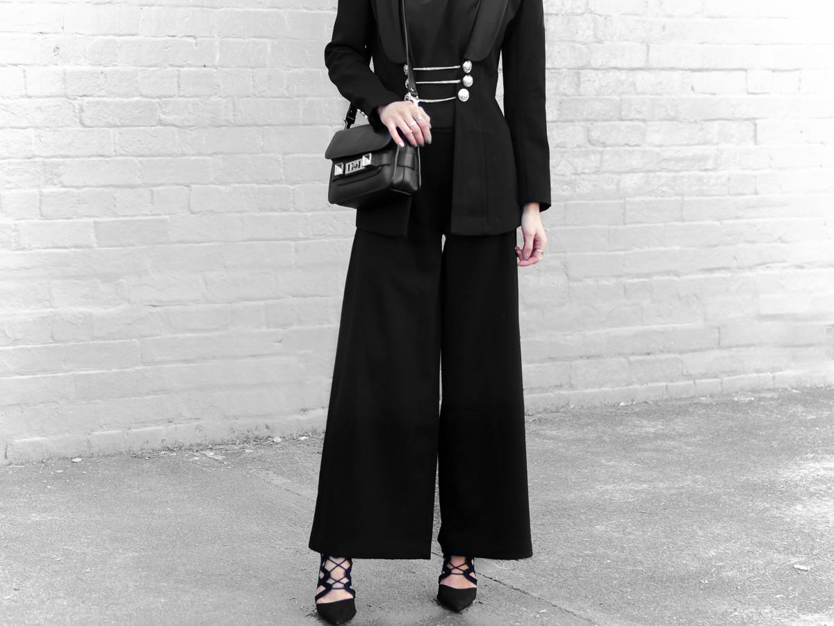 statement blazer all black outfit minimal fashion blog