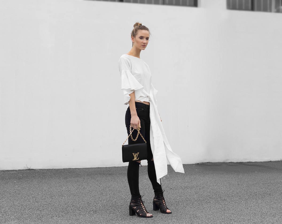 Fashion blogger monochrome minimal outfit