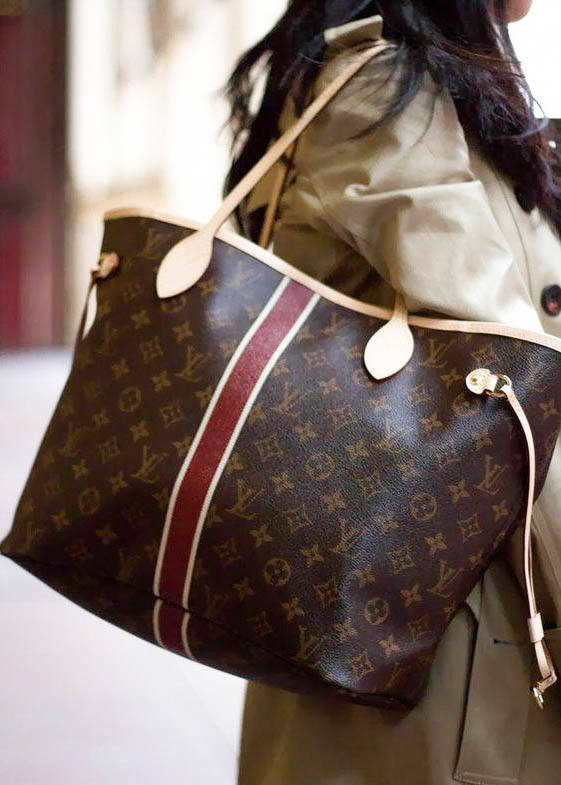 Louis Vuitton Neverfull Bag street style outfit