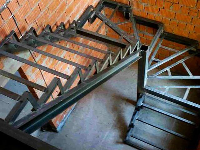 Металлический каркас лестниц