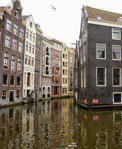 Canal dans le quartier rouge Amsterdam