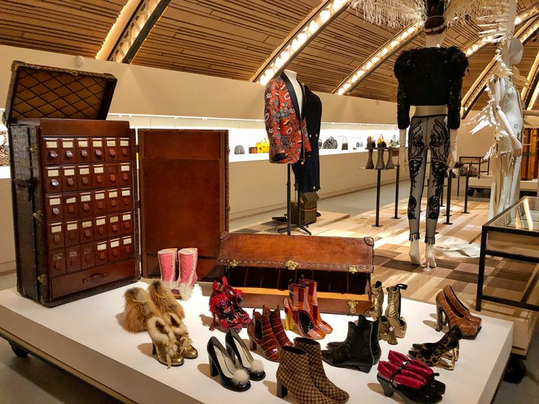 Wardrobe for shoes in alligator Louis Vuitton