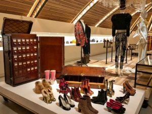 Wardrobe pour souliers en alligator Louis Vuitton