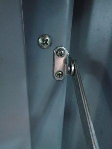 Range lid Screw Close-up