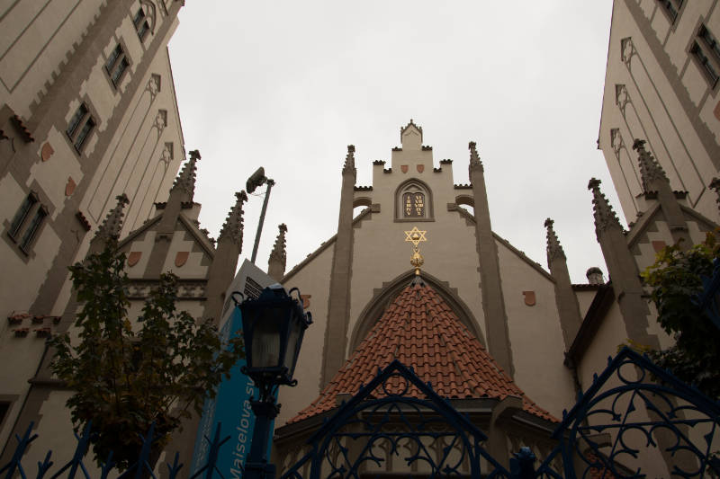 Free city tour through Prague synagoge-lit_4879