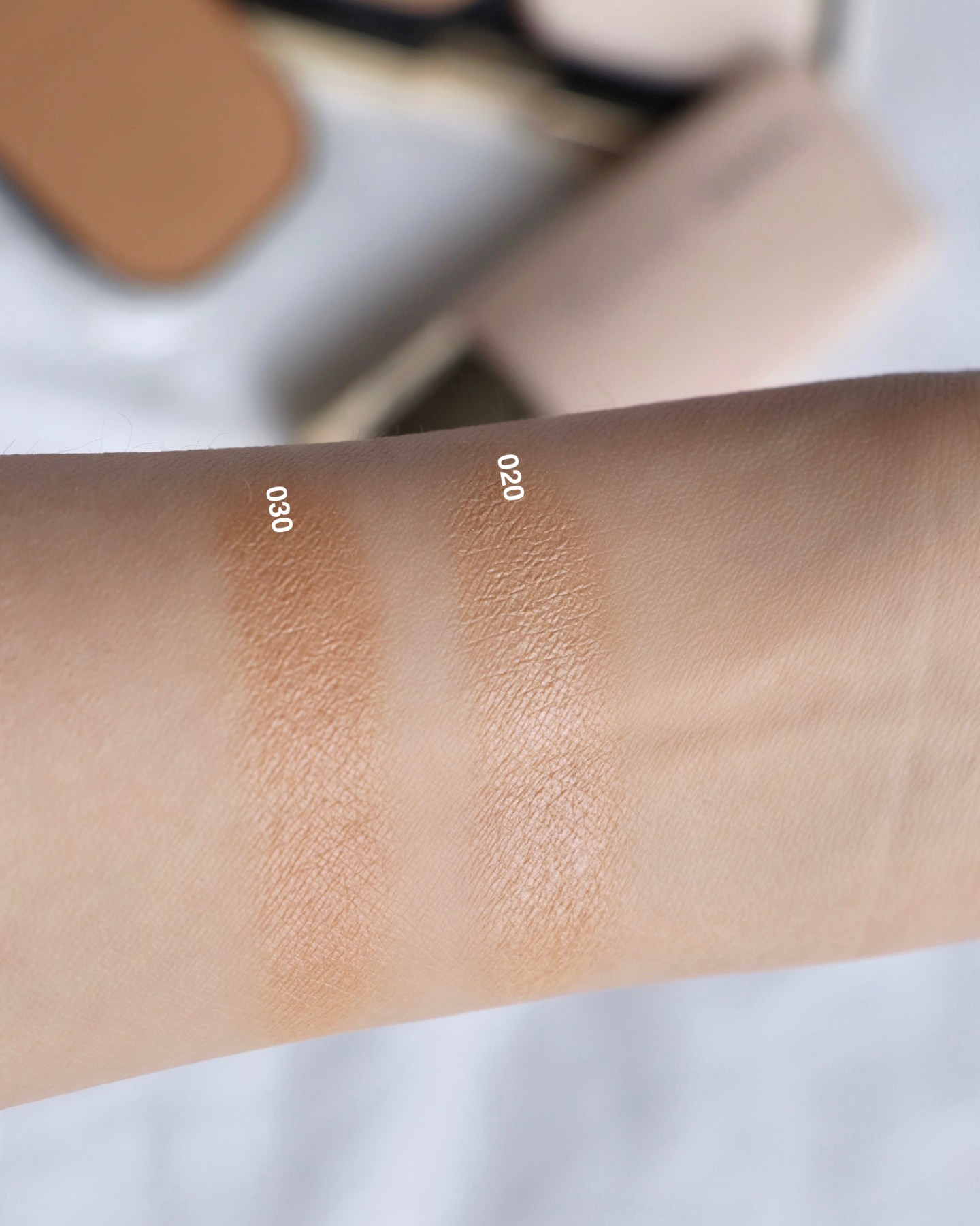 SUQQU Glow Powder Foundation Swatches