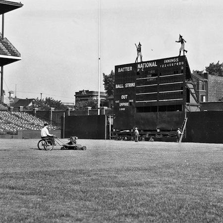 5-wrigley-field-doublemint-elves-scoreboard-1937-450x450