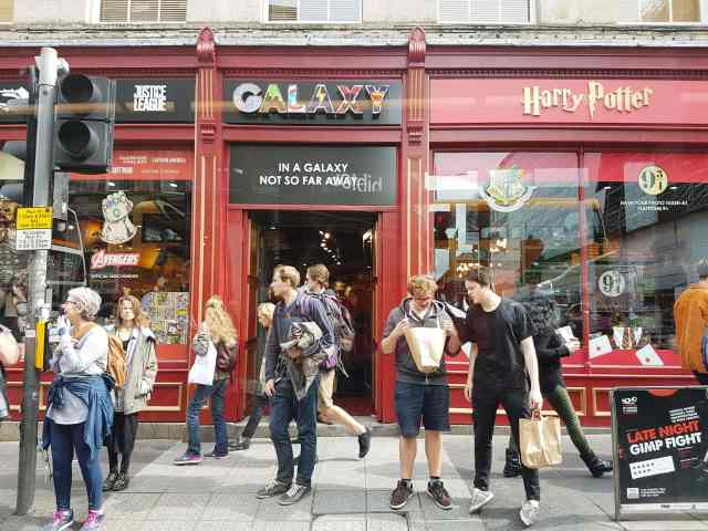 20170823_125120, fromthecornertable, streets of edinburgh, from the corner table, edinburgh, scotland, travel blog, potter mania