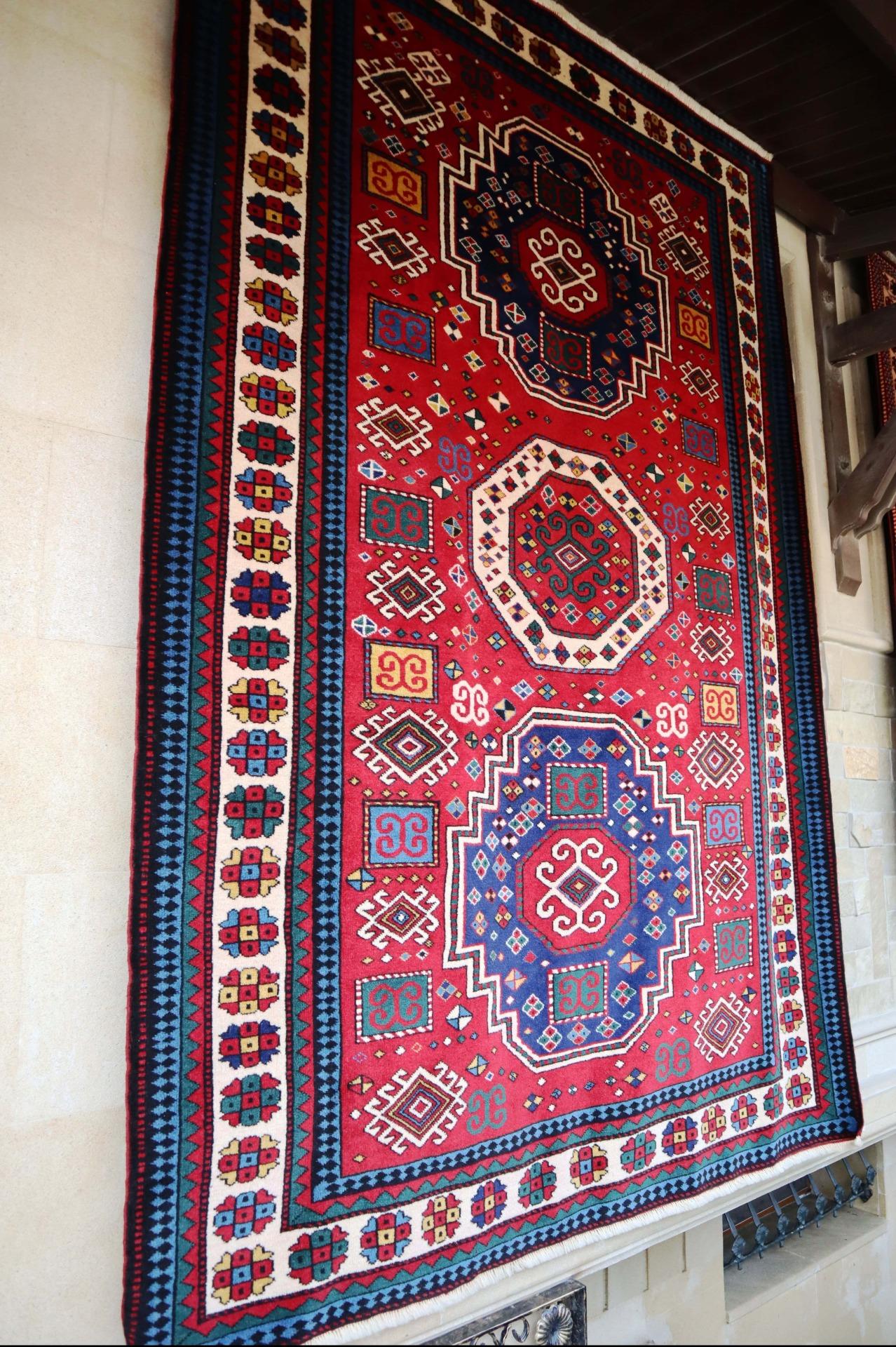 This handwoven silk carpet is among the many that adorn Azər-İlmə premises.