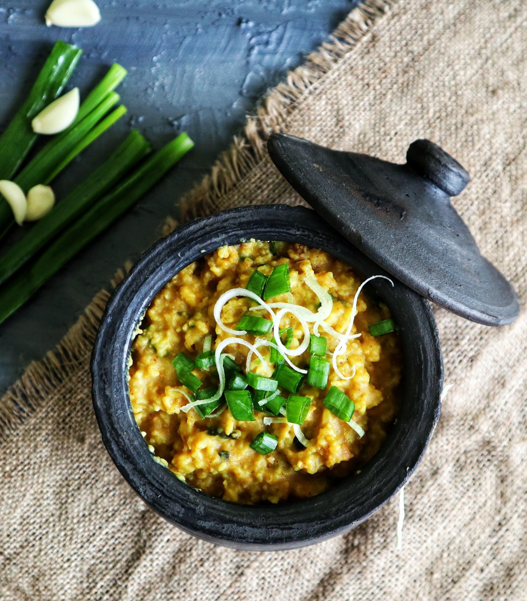 Harepyaaz ki lehsuni khichdi-spring onion kedgeree   Copyright Image   From The Corner Table