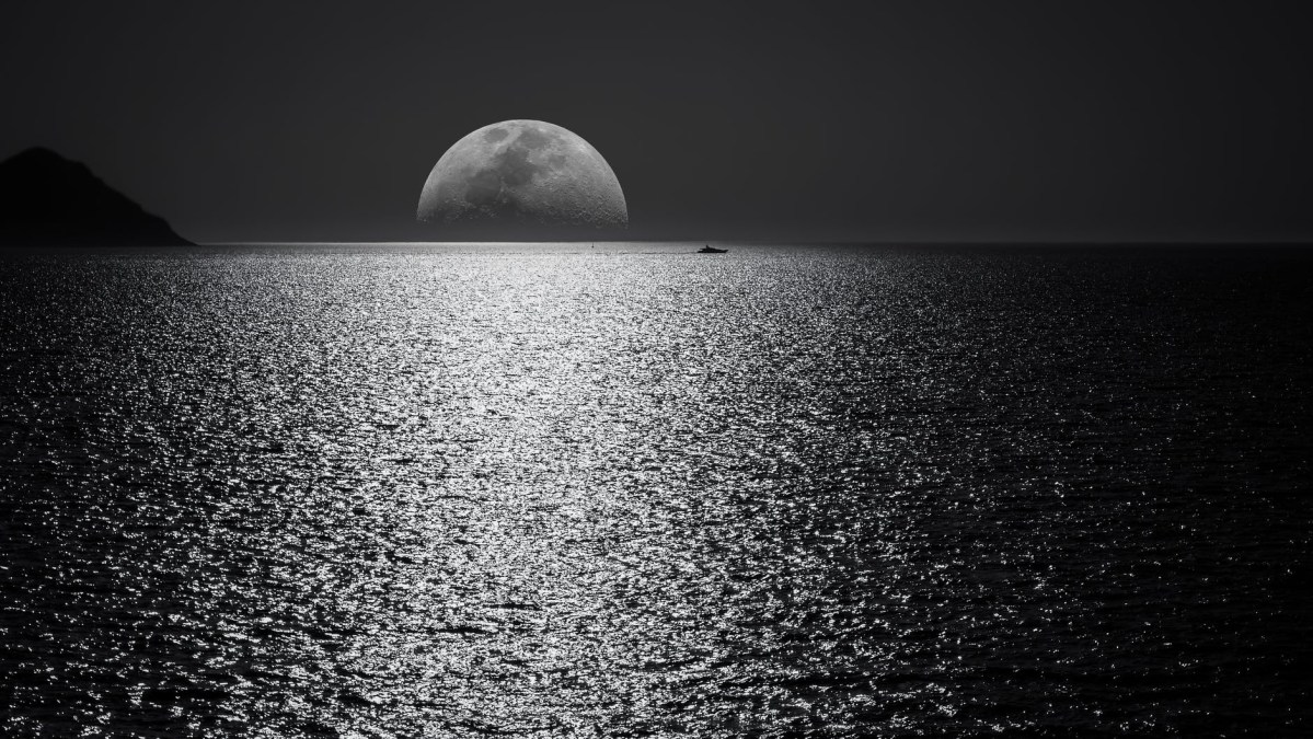 Who doesn't love a full moon?