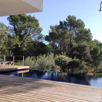 Cristal Villa, villa rental on the Costa Brava, Spain Infinity pool with outdoor shower