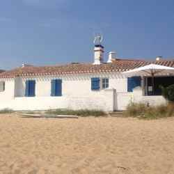 Noirmoutier, Le Vieil, beach and house on the beach