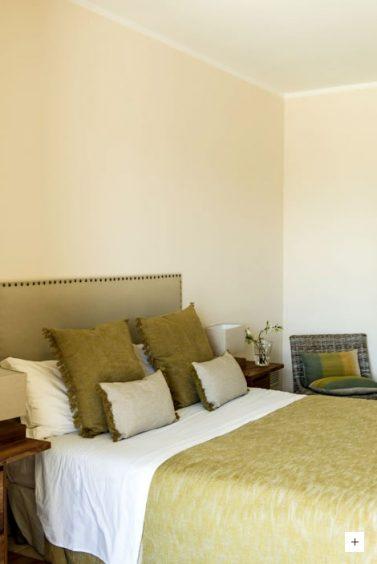 relais-chalons-orange-italy-bedroom