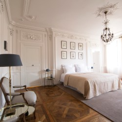 Hotel de la Villeon, Suite de la Déesse, Goddess suite, luxury boutique hotel, rhone, France.