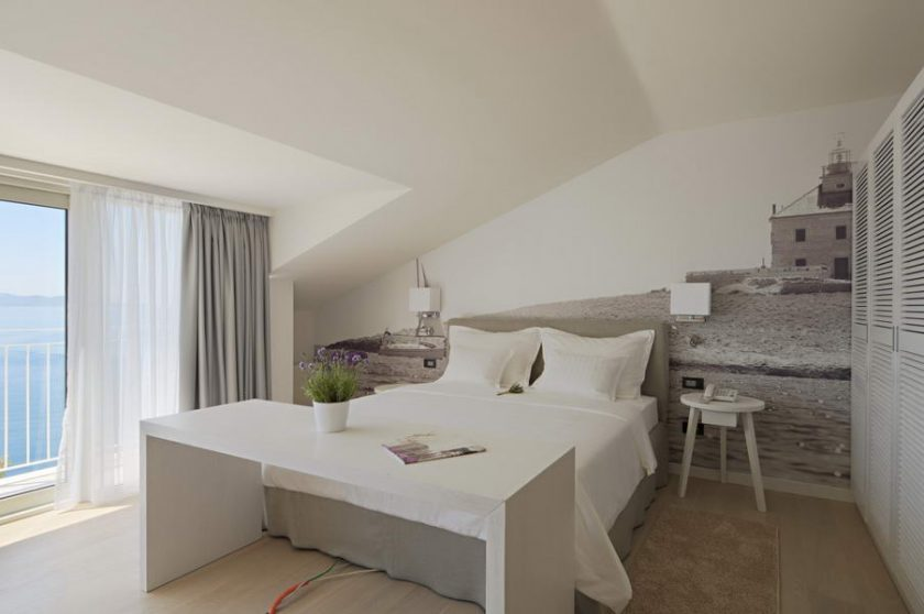 Hotel Osejava, Croatia. Rooms from 147£ in high season. White modern decor. Click to find more beach boutique hotels in Italy, France, Spain, Greece and more