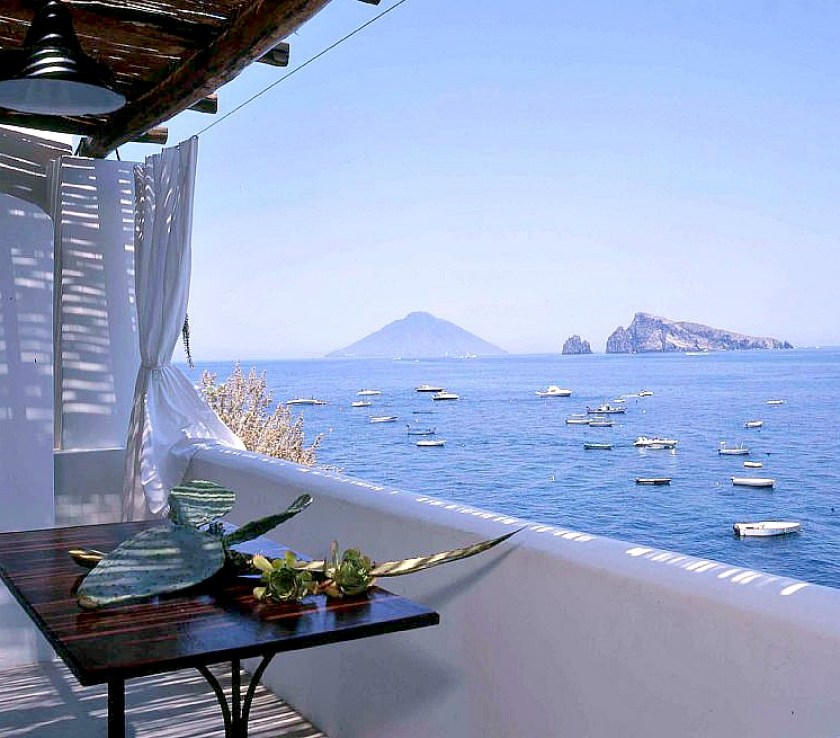 A small house (one bedroom) to rent on the island of Panarea, one of the aeolian islands in Italy, with great view over the sea and Stromboli. Click to find more beach boutique hotels in Italy, France, Spain, Greece and more
