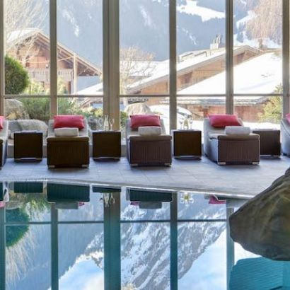 Huus, a new ski hotel in Gstaadt with a restaurant for kids, a spa and an indoor pool