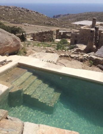 In Tinos, two ecofriendly houses that are in tune with nature. One of them has a pool. See more unique self-catering options in Greece in this post. #greece #greecerentals #rentalwithpool