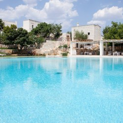 6 masserias in Puglia for chic family holidays. There are either B&B with pool or hotels with pool and offer a stylish decor.