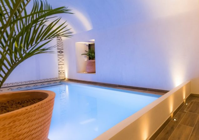 I was really surprised to discover that not one, not two but three hotels with heated pool have opened in Paris very recently! I do like the idea of relaxing with a long swim after a day walking in Paris.