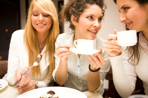 friends-eating-cake-and-drinking-coffee