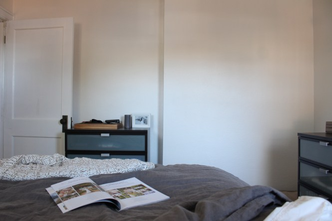 Behr swiss coffee, best white paint for cozy neutral bedroom walls