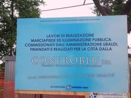 Il cartellone sul Burchio, fatto rimuovere dall'Ufficio elettorale del Comune di Porto Recanati.