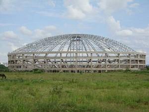 Templo em forma de ginásio de esportes é um dos maiores do país