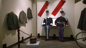 Giubbe da combattimento e alte uniformi