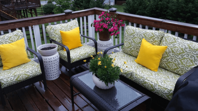 Choosing-the-right-vinyl-fence- colors