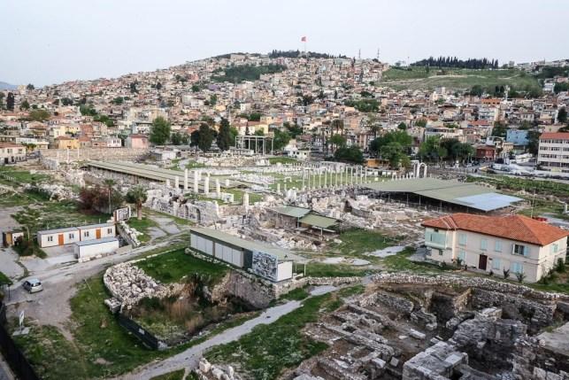dscf2419_la-collina-di-basmane-con-le-rovine-romane-di-agora