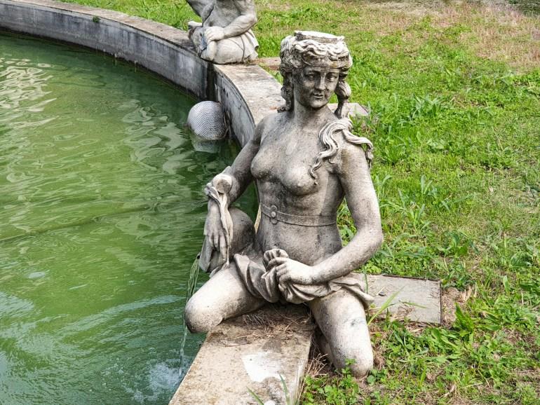 statue villa regina