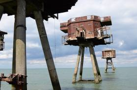 Each tower was supported on four 4ft diameter reinforced concrete legs, which were fixed onto a steel and concrete lattice below the water level and resting on the sea bed below.