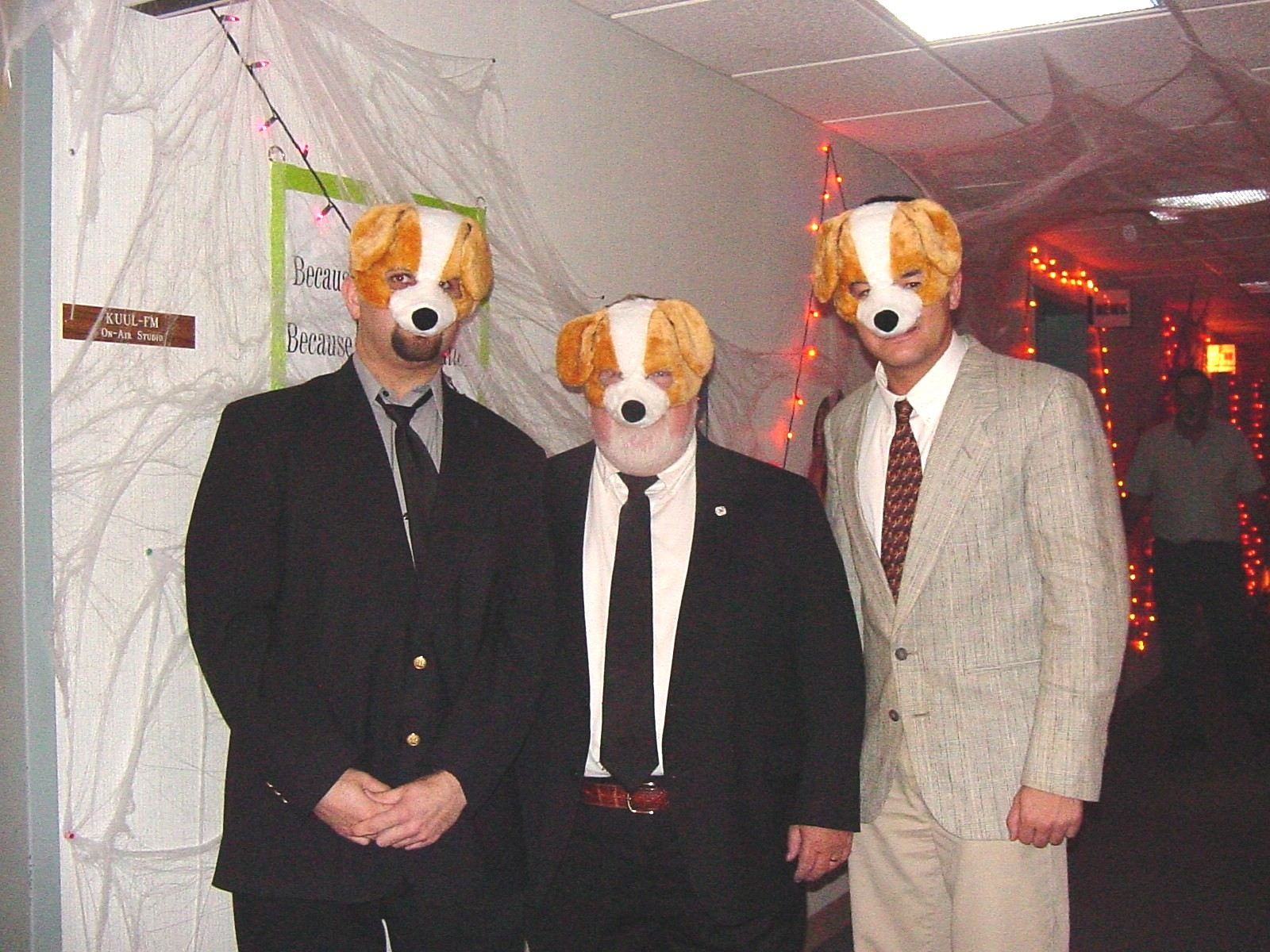 Terry James, Phil and Brian DeNeve at the WOC News Hounds in October 2005. Sadly, Terry and Brian have moved on to news dog pounds.
