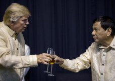 President Donald Trump toasts Philippines President Rodrigo Duterte, right, at an ASEAN Summit dinner at the SMX Convention Center, Sunday, Nov. 12, 2017, in Manila, Philippines. (AP Photo/Andrew Harnik)