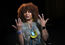 """FILE - This file photo taken Aug. 25, 2017, shows actress Pam Grier during an interview in Washington. Grier, the star of gritty 1970s Blaxploitation movies like """"Foxy Brown"""" and """"Coffy,"""" is scheduled to be a guest at the 2018 Las Cruces International Film Festival. Grier will join Cybill Shepherd, star of the television series """"Moonlighting,"""" at the film festival which begins March 7, 2018. (AP Photo/Jacquelyn Martin,File)"""