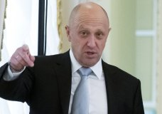 "FILE - In this Tuesday, Aug. 9, 2016 file photo, businessman Yevgeny Prigozhin gestures at the Konstantin palace outside St. Petersburg, Russia. One of those indicted in the Russia probe is a businessman with ties to Russian President Vladimir Putin. Prigozhin is an entrepreneur from St. Petersburg who's been dubbed ""Putin's chef"" by Russian media. His restaurants and catering businesses have hosted the Kremlin leader's dinners with foreign dignitaries. (AP Photo/Alexander Zemlianichenko, file)"