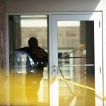 Police Kill Gunman After He Shoots 4 In Court Lobby